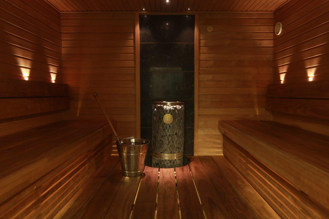 Hotel Fjalar, parasta päivän päätteeksi on istua saunan lauteille ja nauttia pehmeistä löylyistä