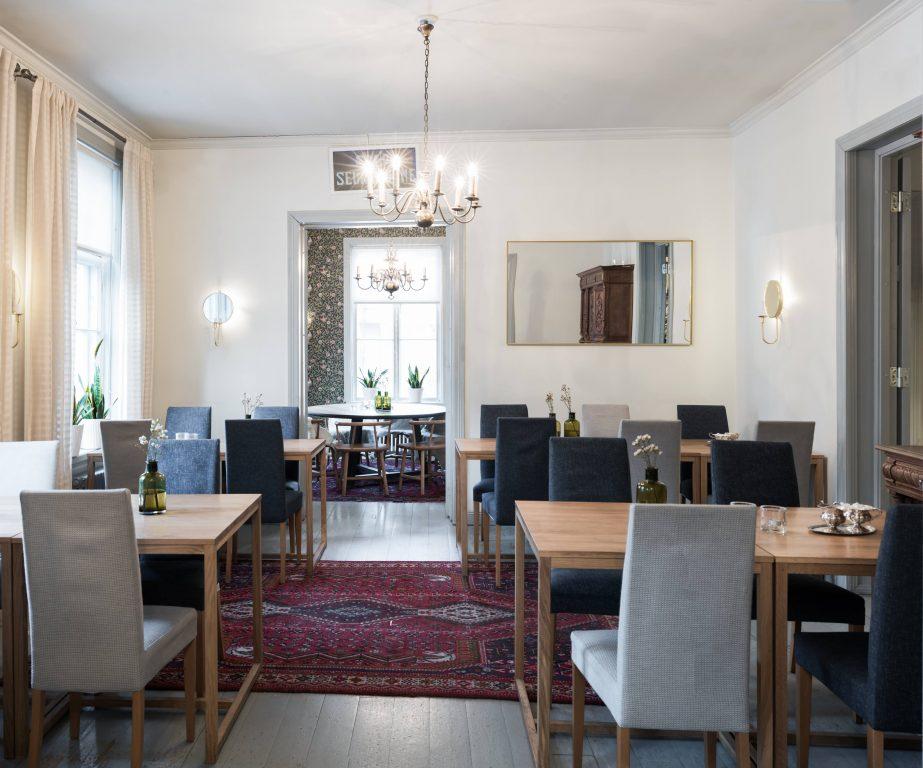 Salon Seurahuoneella nautitte ravintolan leppoisassa tunnelmassa käsintehdystä, hyvästä ruoasta niin arjessa kuin juhlassannekin.