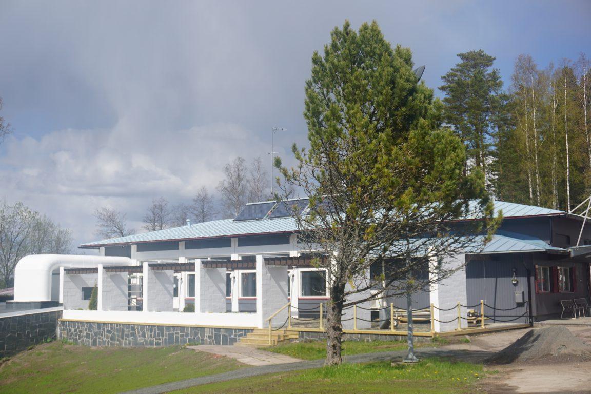 Taukopaikka Lahnajärvi sijaitsee minuutin moottoritieltä.