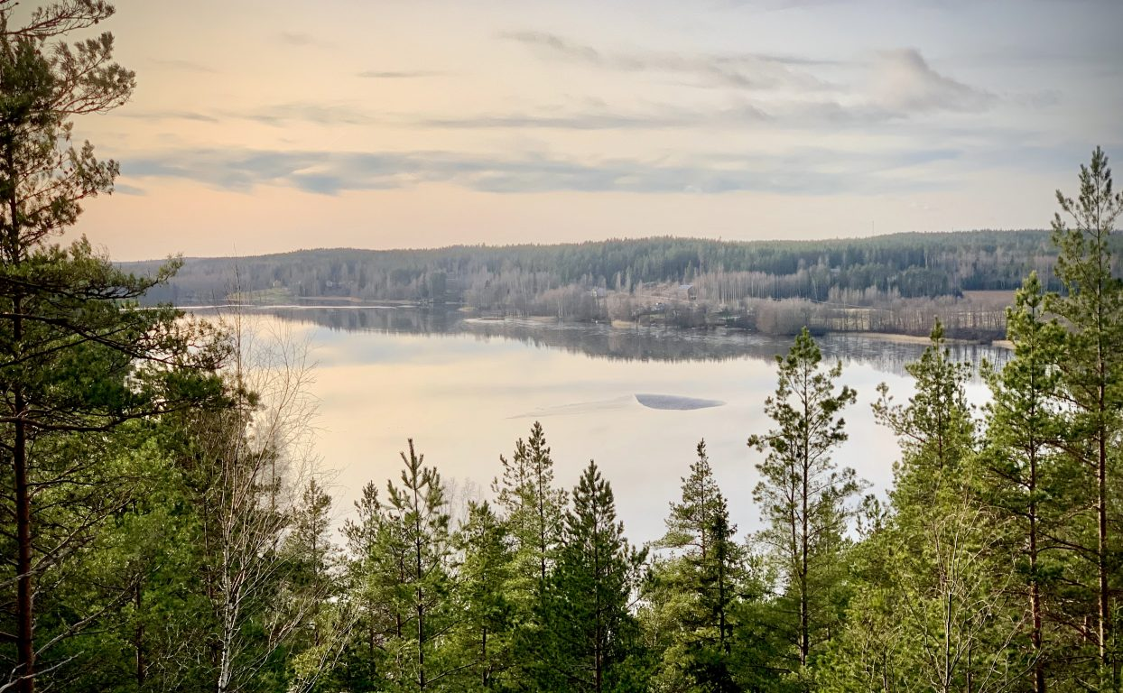 Taukopaikka Lahnajärvi on kauniin luonnon keskellä.