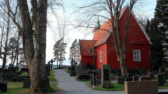 Angelniemen kirkko, hautausmaa ja kaunis näkymä merelle