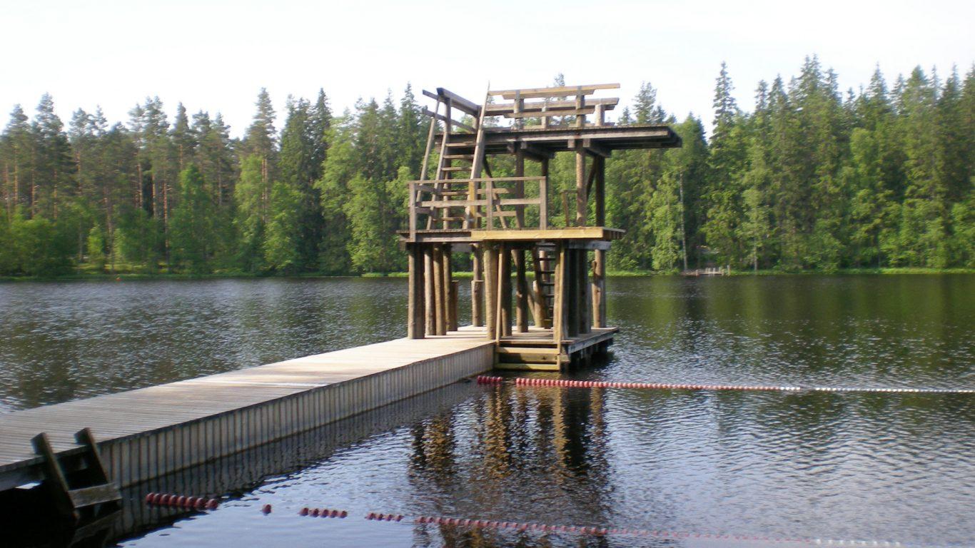 Härjanvatsan uimaranta, laituri ja hyppytorni