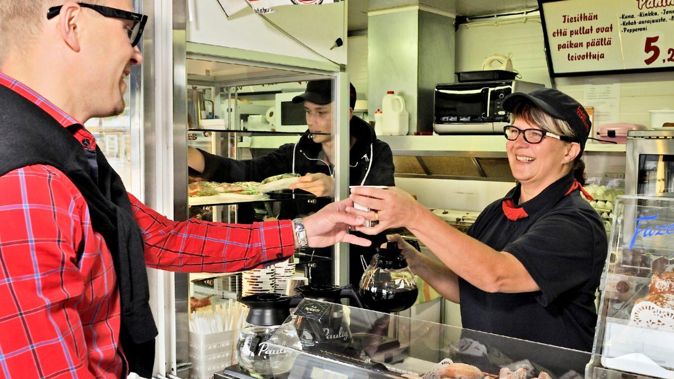 Iloisen palvelun Salon Torikaffe, asiakaspalvelua