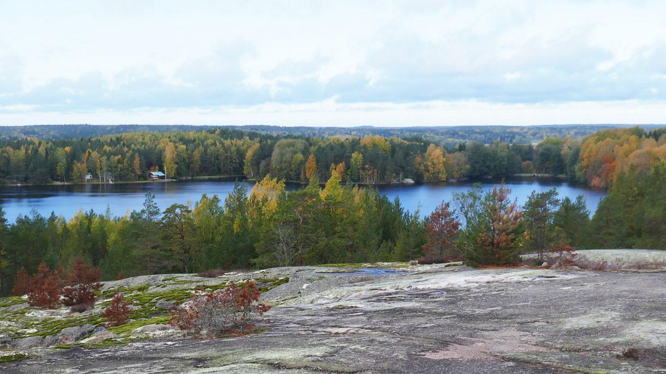 Teijon kansallispuistossa, Kirjakkalassa Nikkalliolta syksyinen näkymä Hamarijärvelle