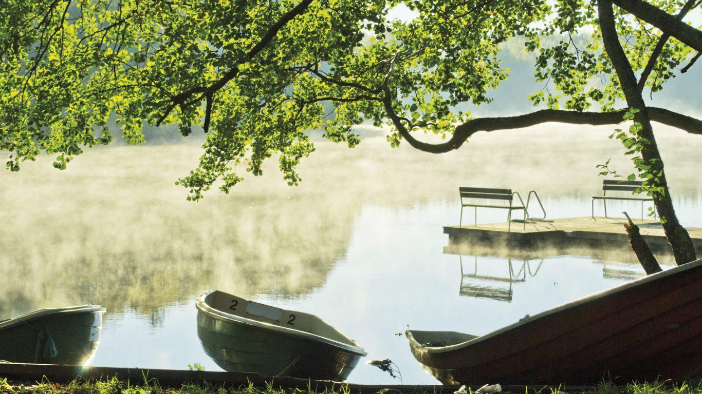 Kirjakkalan ruukkikylä, Hamarijärven ranta sumuisena aamuna
