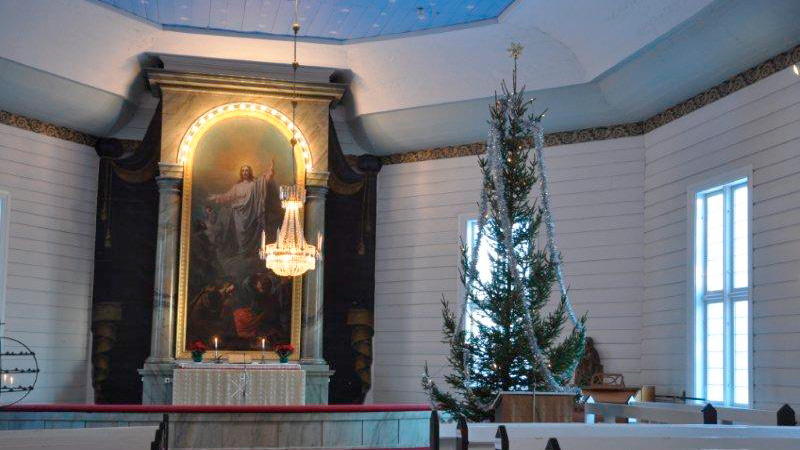 Kiskon kirkko joulun aikaan