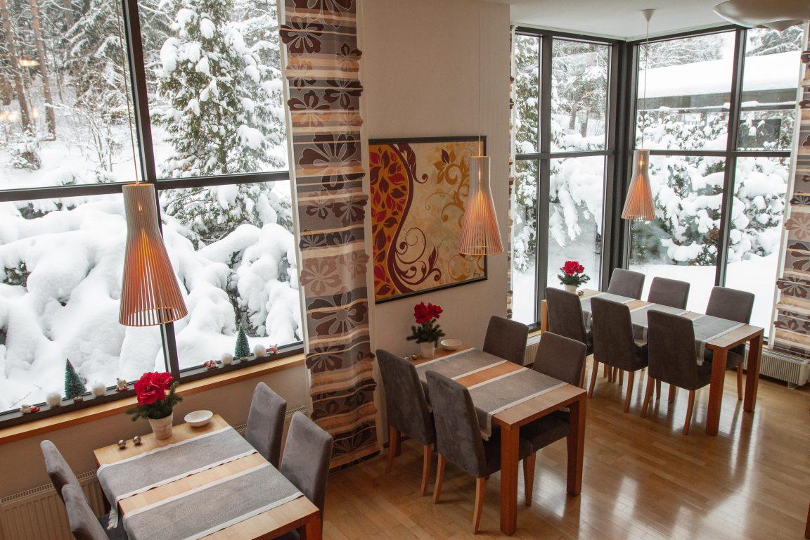 Hotel Fjalar, valoisassa aamiaistilassa on mukava nauttia maukas aamiainen