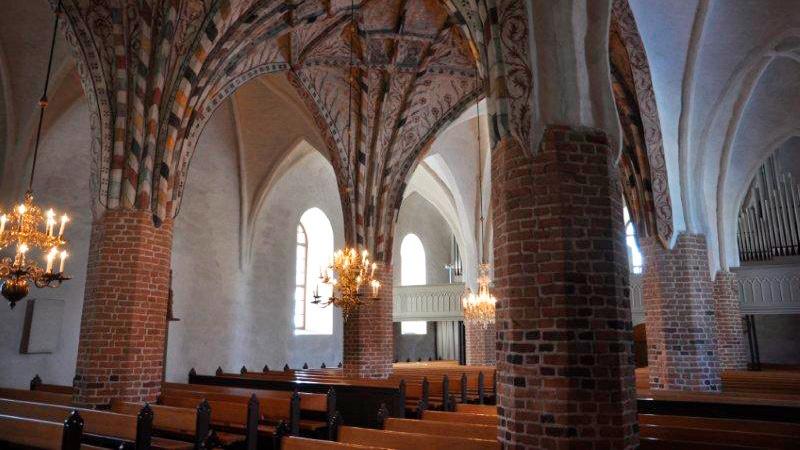 Perniön Pyhän Laurin kirkko sisältä