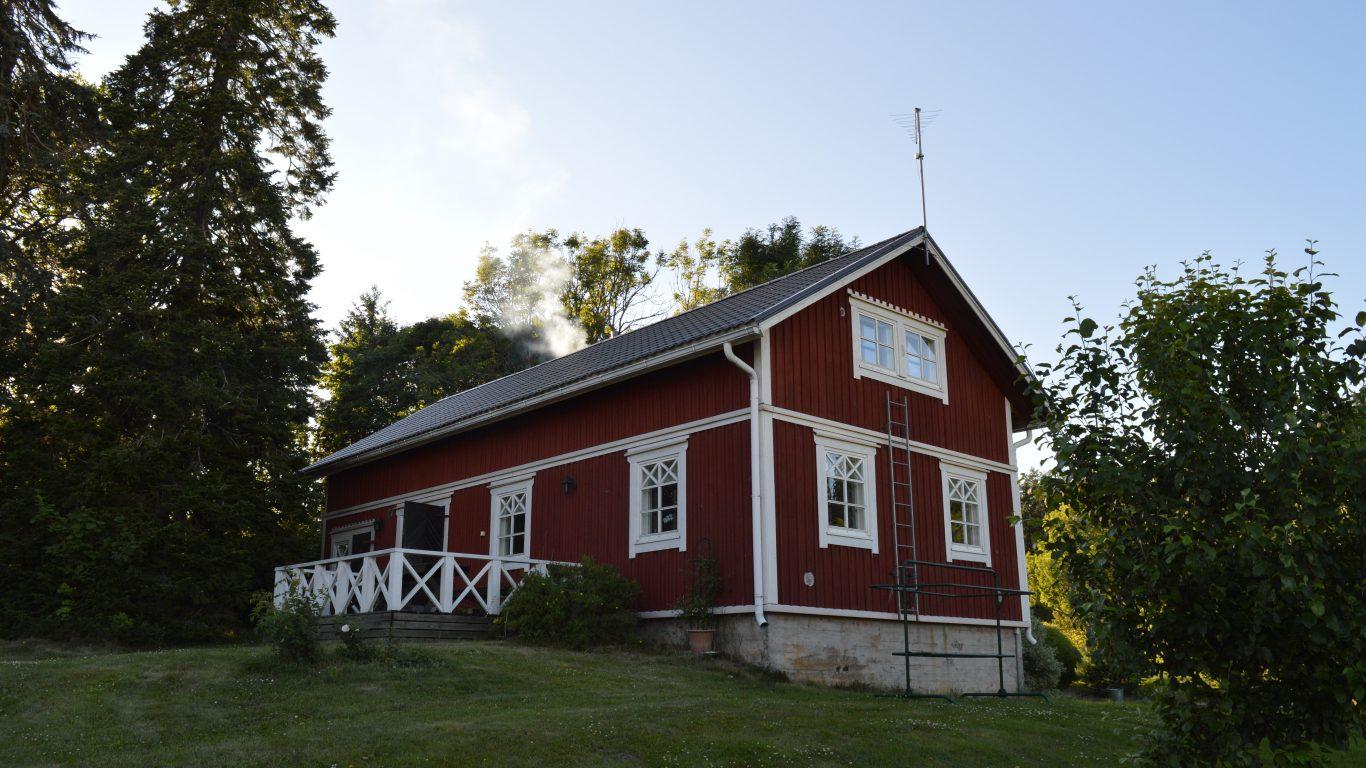 Pihatuvassa on kokoustilat 30 hengelle ja majoitustilat 10 hengelle.