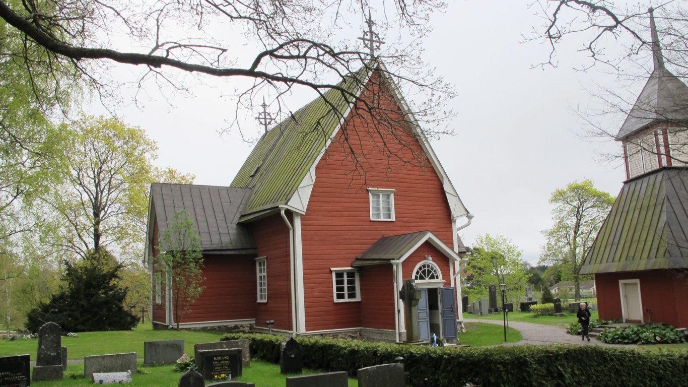Särkisalon kirkko keväällä