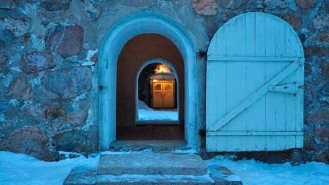 Perttelin kirkko, tervetuloa, ovet on auki