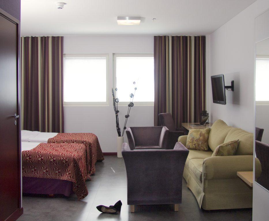 Hotel Saloran tilavat ja modernit huoneet kutsuvat viihtymään!