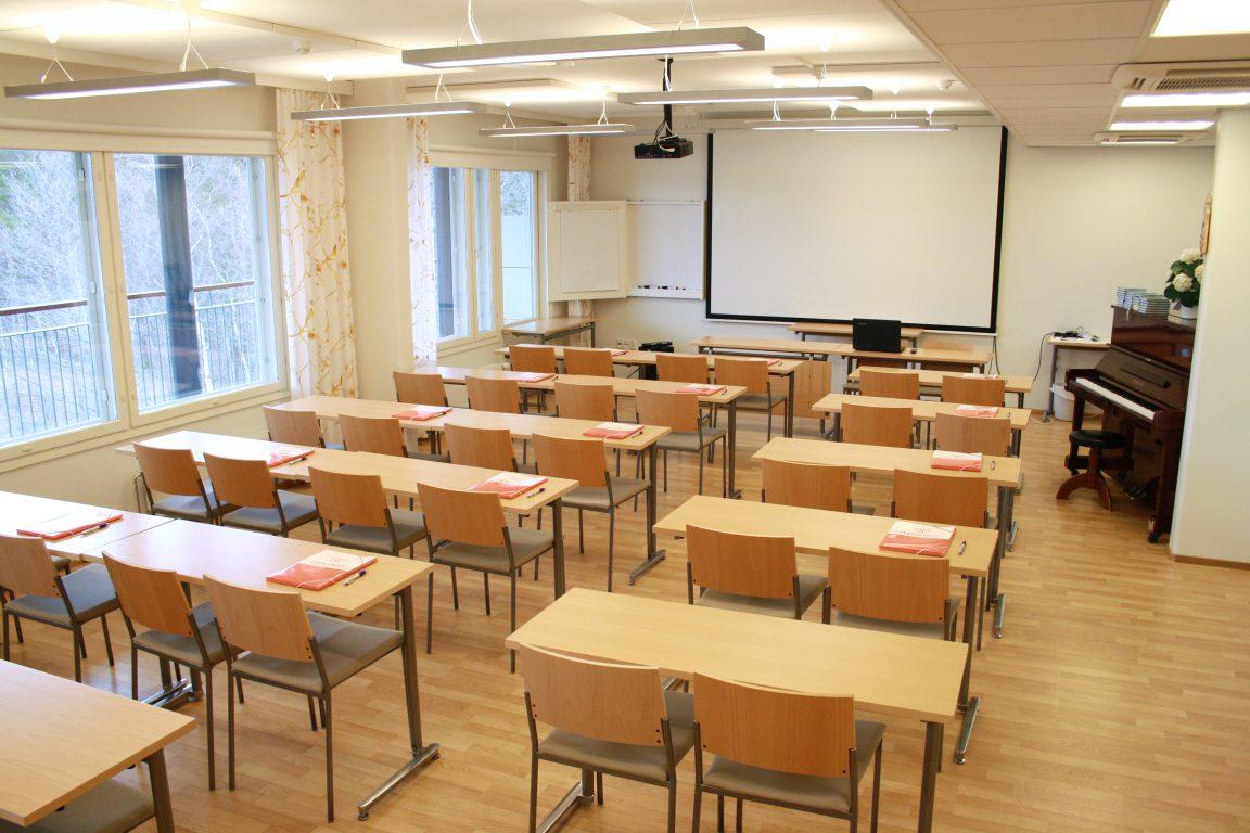 Lehmirannassa on monipuoliset kokoustilat, n. 40 henkilön Järvisali.