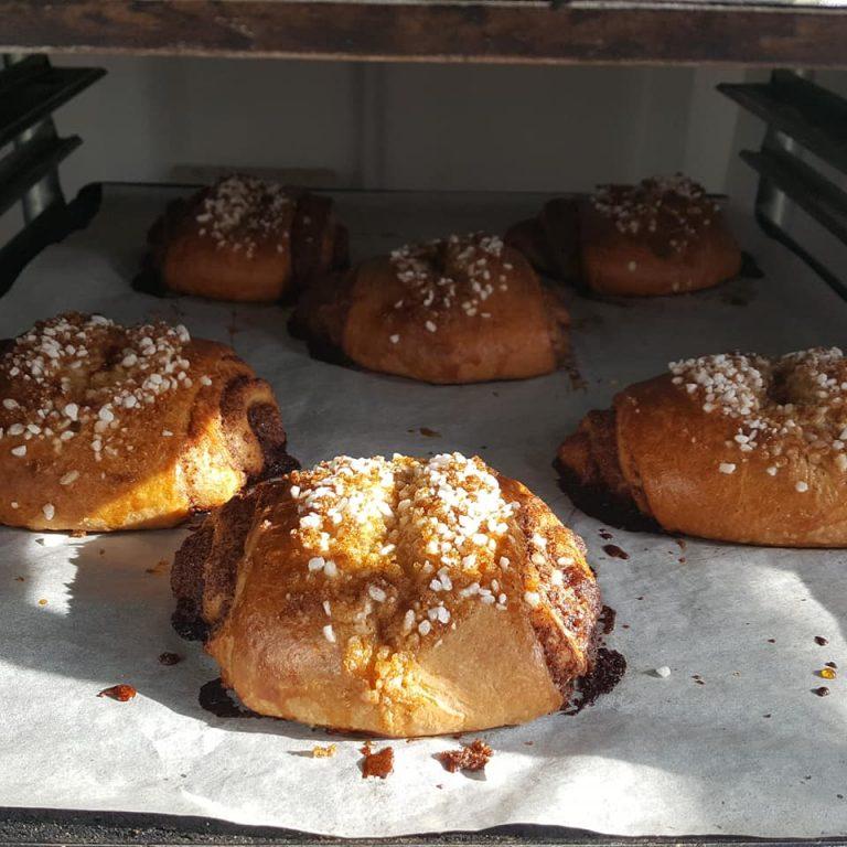 Leipomon juureen leivotut korvapuustit ovat mainioita retkieväitä