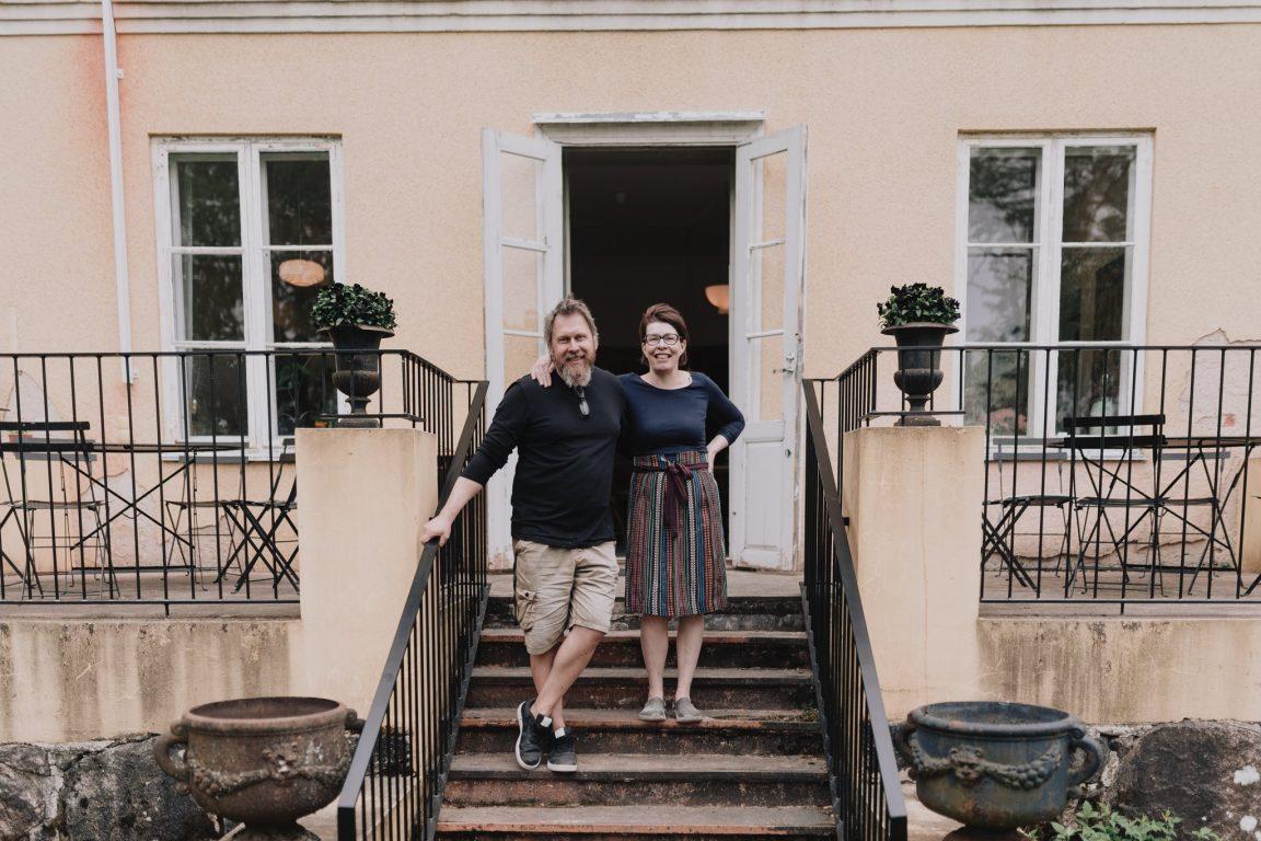 Matildankartanon yrittäjäpariskunta Elina ja Tuomo toivottavat vieraat tervetulleiksi