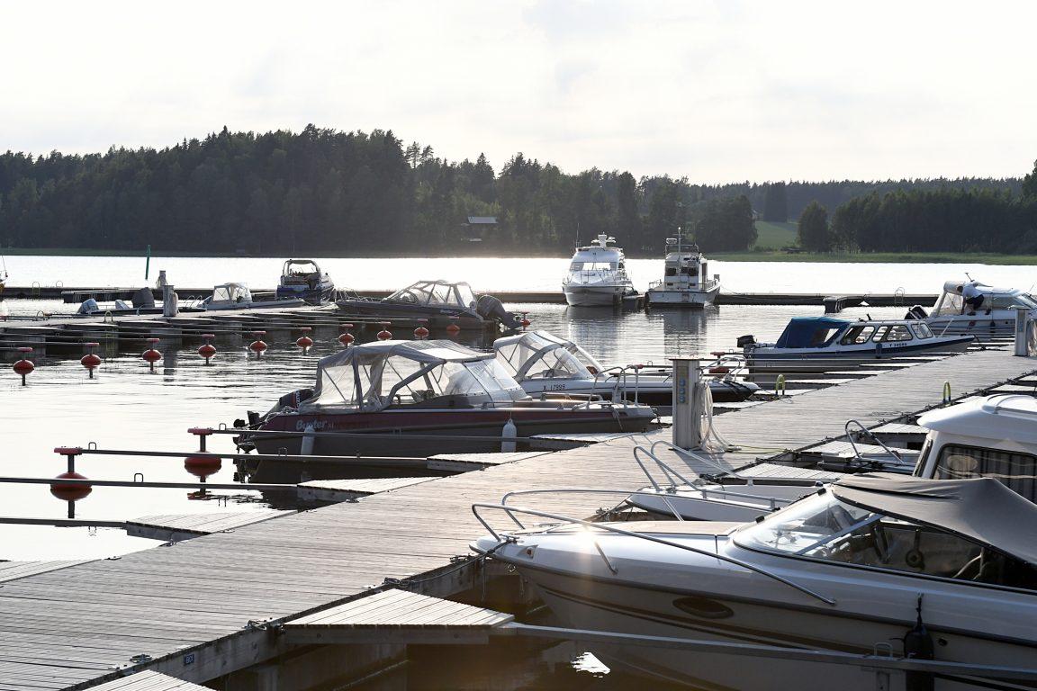 Tervetuloa Itämeren rannalle veneellä, autolla, polkupyörällä tai vesitasolla.