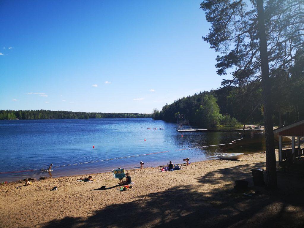 Lehmijärven uimarannalla