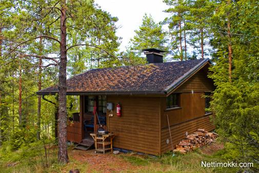 saunamökki metsän siimeksessä