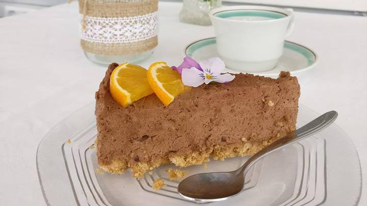 Kesäkahvila Villa Topuli ja kakun pala