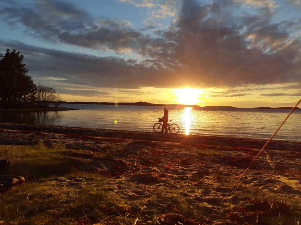 Pyörävaellus Rannikkoreitillä vie sinut Salon Etelä-Suomen sykähdyttävimpiin luontokohteisiin oppaan kanssa. a.