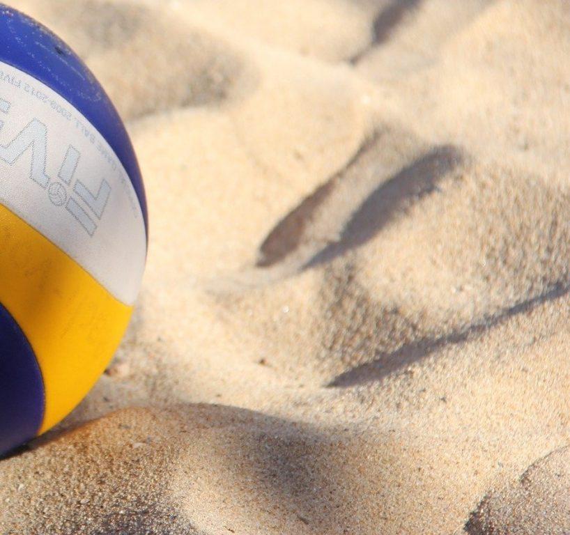 beach volley pallo kuvassa