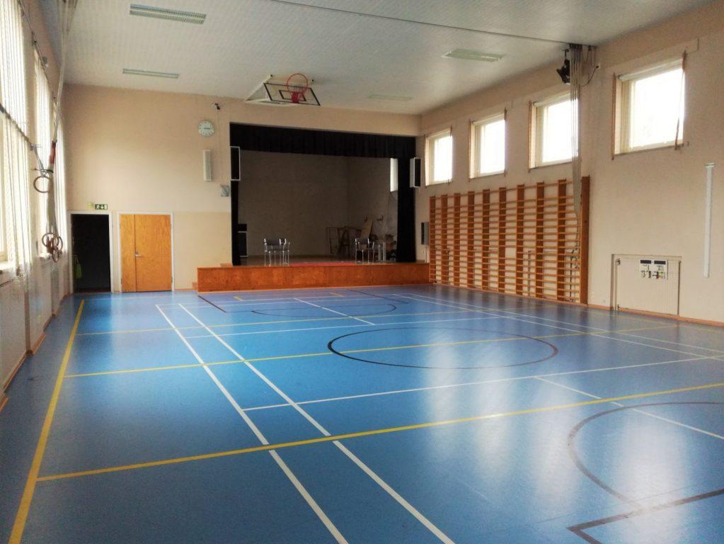 Perniön Kirkonkylän koulun liikuntasali ja näyttämö