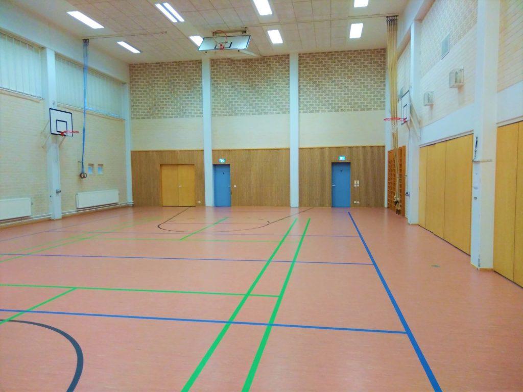 Särkisalon koulun liikuntasalin kuva